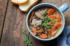 Soppa för grönsak för lösa ris för champinjon, läcker matställe royaltyfria foton