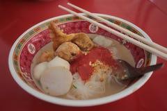 Soppa för nudel för fiskbollar royaltyfria foton