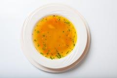 Soppa för ny grönsak som göras av haricot vert, morot, potatis, röd spansk peppar, tomat i bunke fotografering för bildbyråer