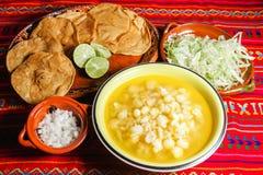 Soppa för Pozole kryddig traditionell mexicansk mathavre arkivbilder