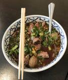 Soppa för Thailand kryddig nötköttnudlar royaltyfria foton
