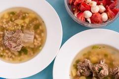 Soppa med nötkött och bönor, sunt begrepp royaltyfri foto