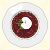 Soppaborscht i en vit platta på en bordduk Royaltyfri Bild