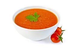 Soppatomat i den vita bunken med körsbärsröda tomater Fotografering för Bildbyråer