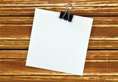 Soppressione un foglio di carta per i messaggi Immagine Stock