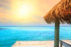 Sopra i bungalow dell'acqua con i punti Fotografia Stock Libera da Diritti