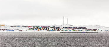 Sopra il cerchio polare nordico, città variopinta di Aasiaat nel MI Fotografie Stock