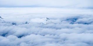 Sopra la foto di viaggio di Zugspitze delle nuvole - più alto picco di Germany's Immagini Stock