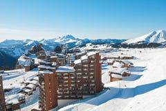Sopra la vista della città di Avoriaz in alpi, la Francia Fotografie Stock Libere da Diritti
