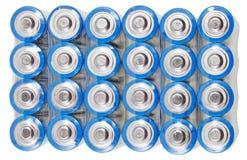 Sopra la vista delle batterie elettriche del pacchetto aa isolate Immagine Stock