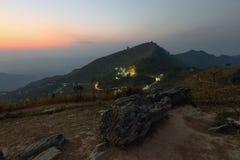 Sopra ogni montagna c'è un percorso Fotografie Stock Libere da Diritti