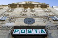 SOPRON, HUNGRIA - 10 DE NOVEMBRO DE 2013: Construção da estação de correios principal em Sopron Fotografia de Stock