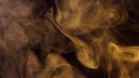 Sopros de fumo iluminados pela luz colorida vídeos de arquivo