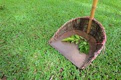 Sopskyffel i trädgård Arkivfoton