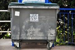Soptunna i Nice Arkivfoton