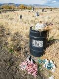 Soptunna på kyrkogården royaltyfria foton