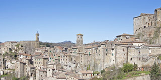 Sorano. Southern Tuscan town on steep rocks Stock Photography