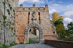Sorano Grosseto, Tuscany, Italien: den stadsportPorta deien Merli arkivfoto