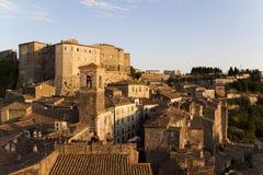 Sorano, Toscaans dorp. stock foto