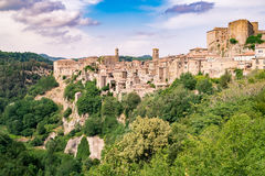 Sorano, a town built on a tuff rock, is one of the most beautifu. Panorama of Sorano, a town built on a tuff rock, one of the most beautiful villages in Italy Stock Photo