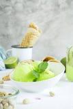 Sorbet de pistache avec la chaux et la menthe Images stock