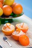 Sorbete anaranjado en frutas ahuecadas Foto de archivo libre de regalías
