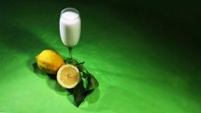 Sorbete del limón con la fruta en el vidrio Imagen de archivo