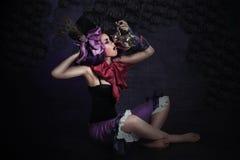 sorcery Mágico catita misterioso com frasco enigmático foto de stock
