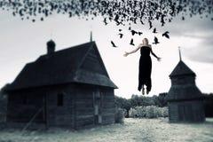 Sorcière flottant dans le ciel Images libres de droits