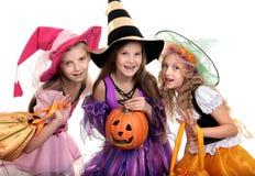 Sorcière, trois personnes, Halloween, sac, carnaval, filles, voiture d'école Images stock