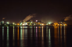 Sorel特雷西工业海岸在晚上 库存图片