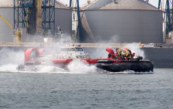 Sorel-Tracy, Καναδάς - 15 Ιουλίου 2015: αλιεία και ωκεάνιο καναδικό hovercraft ακτοφυλακής στον ποταμό ST-Lawrence Στοκ εικόνα με δικαίωμα ελεύθερης χρήσης