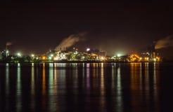 Sorel-Tracy Industrial kust på natten Arkivbilder