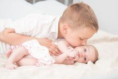 Sorella e fratello Immagini Stock