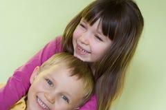 Sorella e fratello felici Fotografia Stock Libera da Diritti