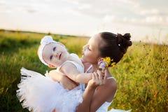 Sorelle addette al campo di balletto Immagini Stock