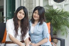 Sorelle asiatiche fotografia stock libera da diritti