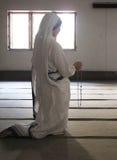 Sorelle dei missionari del ` s di Madre Teresa di carità nella preghiera nella cappella della Camera della madre, Calcutta Fotografia Stock Libera da Diritti