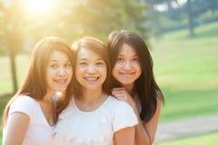 Sorelle femminili asiatiche Fotografie Stock Libere da Diritti