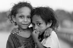 Sorelle indonesiane nell'area della Papuasia Immagini Stock