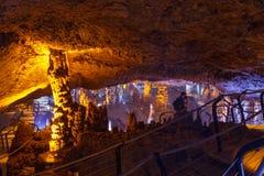Soreq洞。钟乳石石笋洞穴。以色列 库存图片