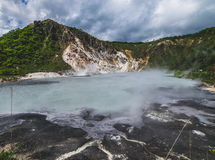 Sorgente di acqua calda dello zolfo nel lago Oyunuma, Noboribetsu Onsen, Hokkaido, Immagini Stock Libere da Diritti
