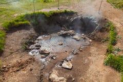 Sorgente di acqua calda vicino al geyser di Stokkur Fotografia Stock
