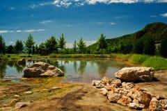 Sorgente e lago minerali Fotografia Stock Libera da Diritti