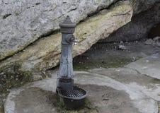 Sorgente Fonte naturale Acqua libera Fotografia Stock Libera da Diritti