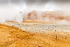 Sorgenti di acqua calda di Seltun e zona geotermica in Islanda fotografie stock