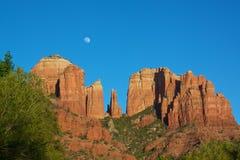 Sorgere della luna della roccia della cattedrale Fotografia Stock