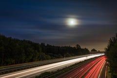 Sorgere della luna della strada principale Fotografia Stock