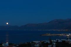 Sorgere della luna di Hersonissos Fotografie Stock Libere da Diritti