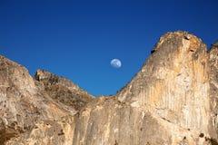 Sorgere della luna di Yosemite Immagini Stock